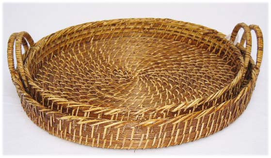 Round rattan basket with handle